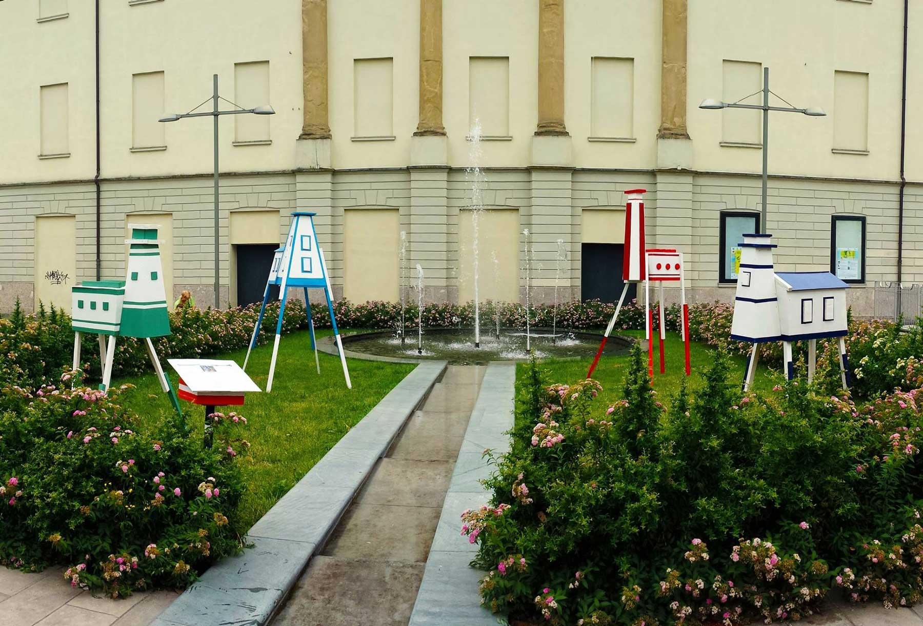 giardino con opere artistiche